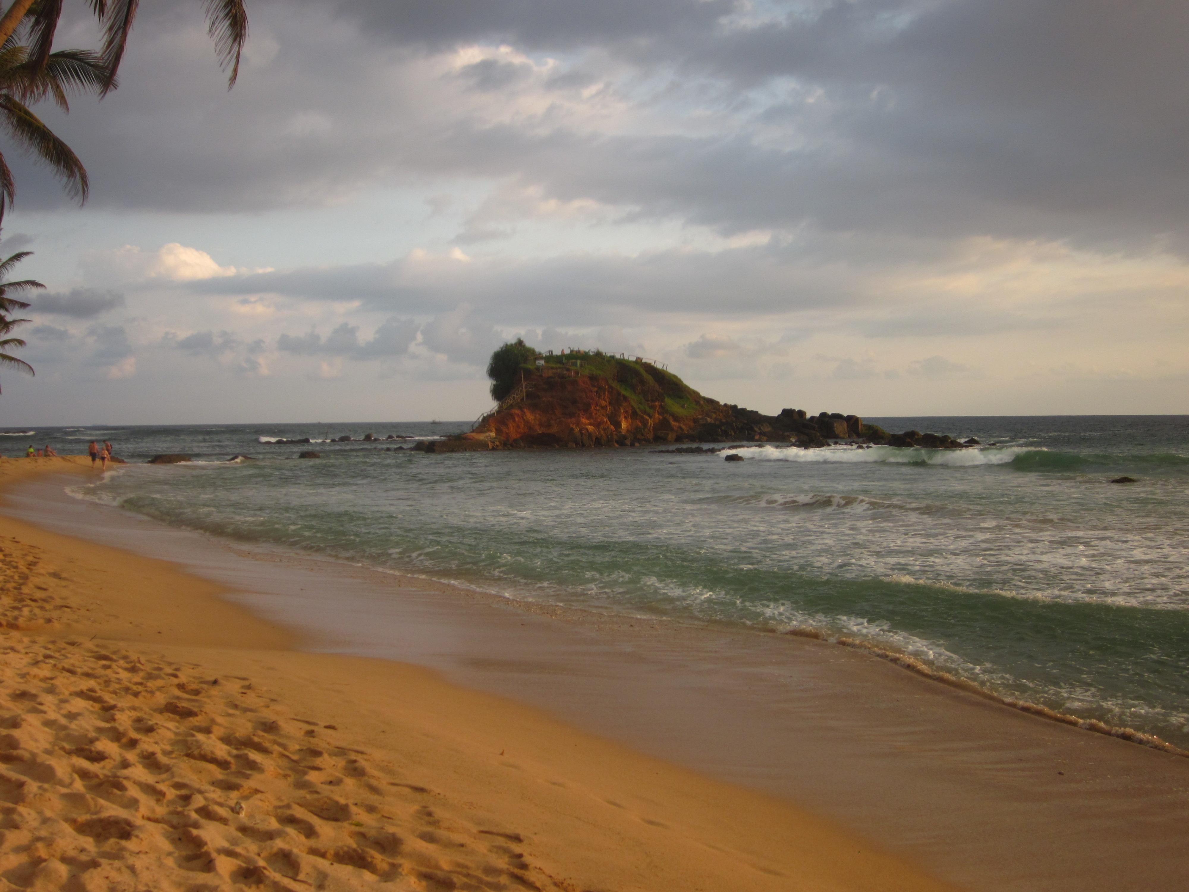 Mirissa las playas del sur de sri lanka pasaporte para - Banarse con delfines portugal ...